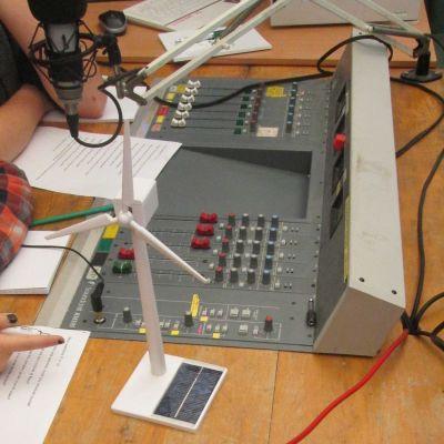 Learning - Noise Art Radio